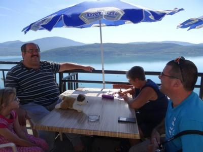 Petit restaurant au bord du Lac de Quinson -En Chemin